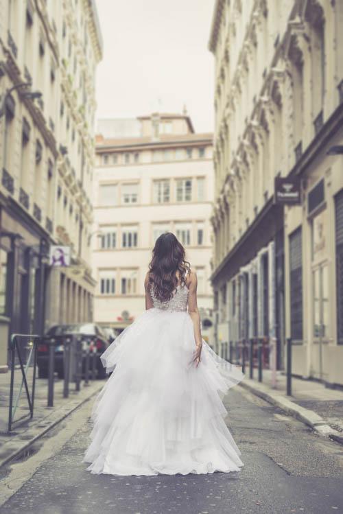 Photo du photographe professionnel sur Lyon Piqxel-Photo, lors d'une d'une séance photo en extérieur à Lyon pour la créatrice Elza Couture.